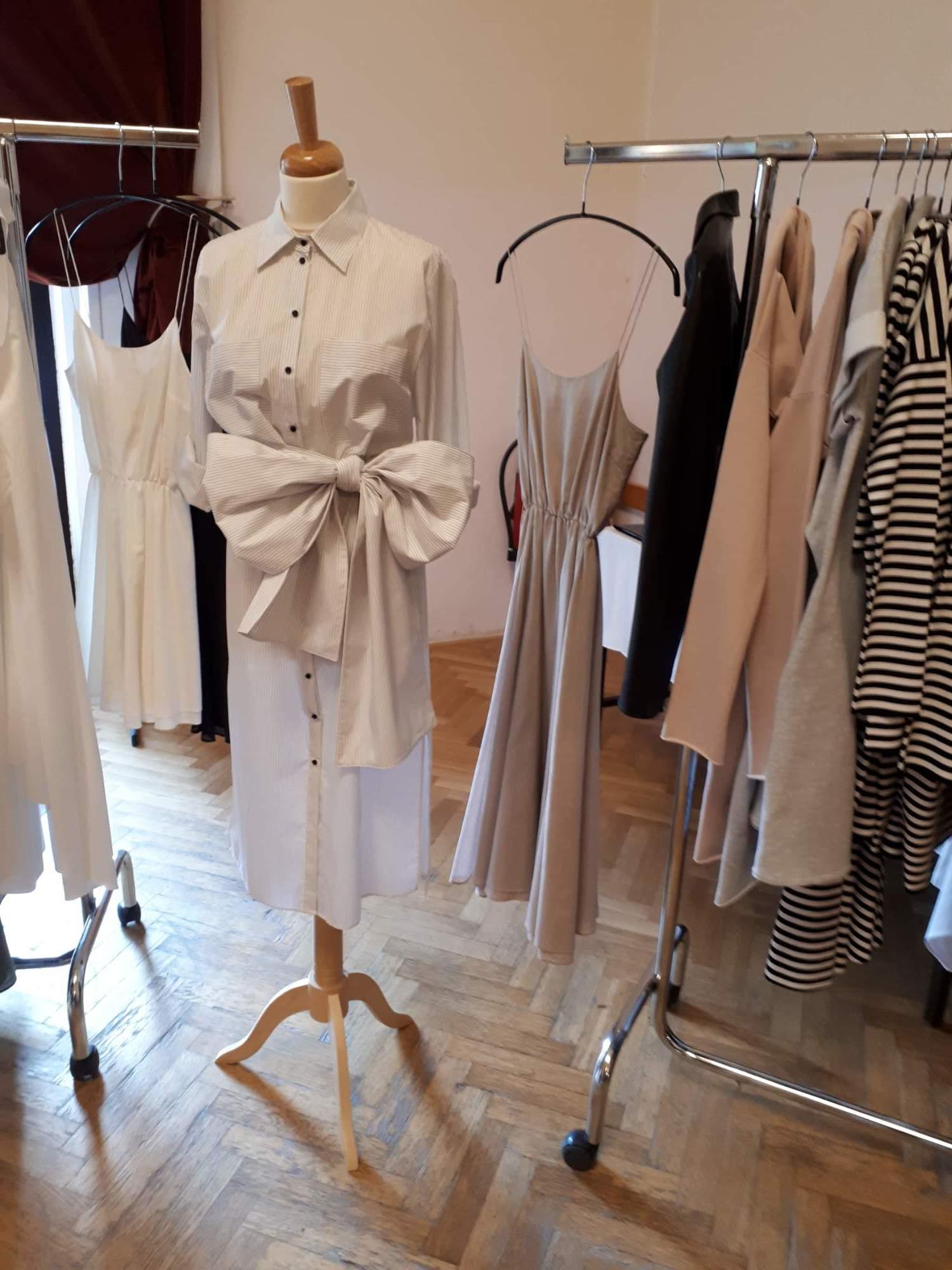 Model z dílny Michaely Suré. Módní návrháři vystavovali své kolekce. Foto: Jana Blahošová