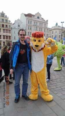 LasardoPictures ™ 2015 - Franta a maskot|2015|Plzeň|Náměstí republiky|1`3  * Dne:23.5.2015|Plzeň|Náměstí republiky ★Foto:Tamáš.D'J•LasardoPictures©JT81™ * Fotoaparát: Benq  Happy Birthday Franta i pepa 2015 pilsen (1)  Nahrané z WiFi|OC Plaza-free Wi-Fi.27.6.2018.