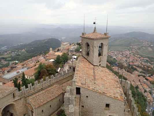 San Marino je na vrcholku tvořeno 3 věžemi