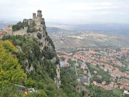 majestátní pohled na jednu z věží