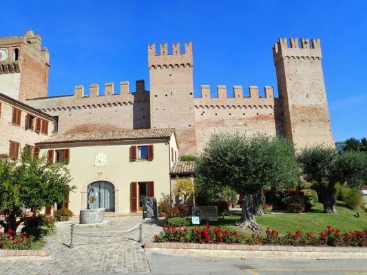 s původním hradem