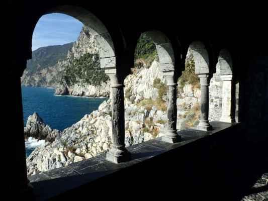 staré paláce a výhled na Ligurské moře