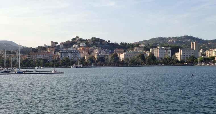 pohled z lodě na La Spezii
