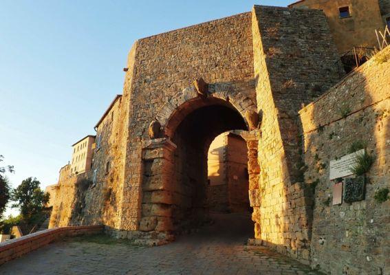 vstupní brána do opevněného města