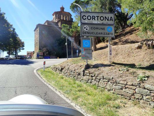 následuje toskánská Cortona