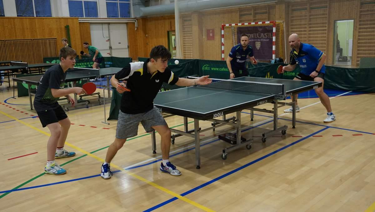 V zápasech o umístění pak vzdala znavený výprava ze Sokola Lán a zručští  mladíci se šetřili na turnaj následujícího dne. Regionální zástupci 2c9498c1dd