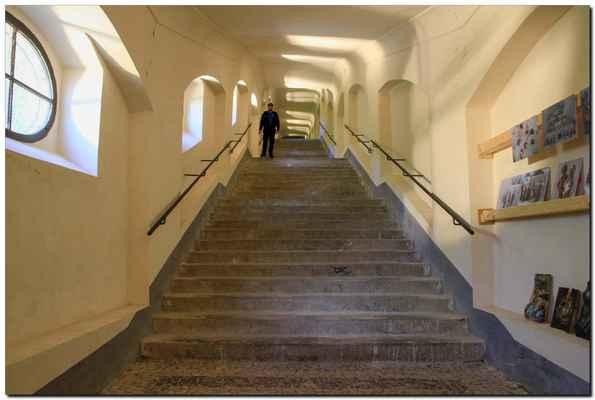 Svatohorské schody největší újmu utrpěly ve druhé polovině 20. století, částečně je poškodil v roce 1978 požár. Po něm byly uzavřeny a opravy se dočkaly až v letech 1992 až 1993.