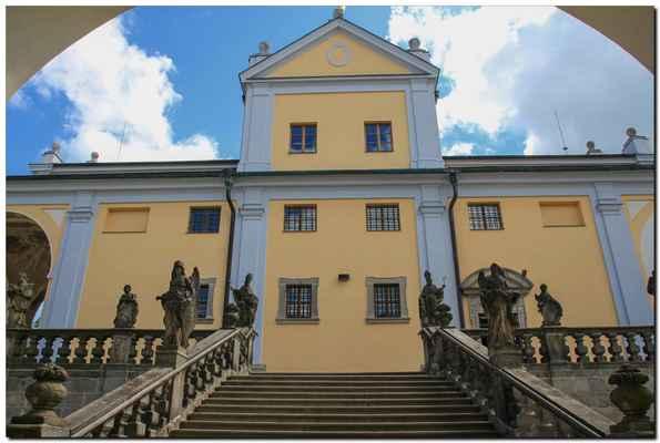 Podle jiných zpráv byla postavena o století později. Slavný český historik 17. století Bohuslav Balbín, který se zabýval podrobně dějinami Svaté Hory, datuje vznik kaple zhruba do počátku 16. století.
