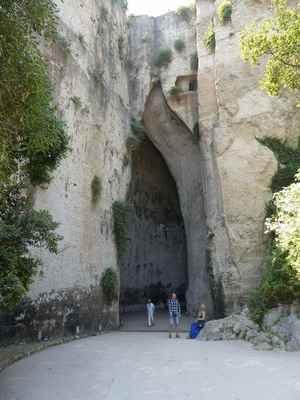 Umělá jeskyně Dionýsovo ucho.