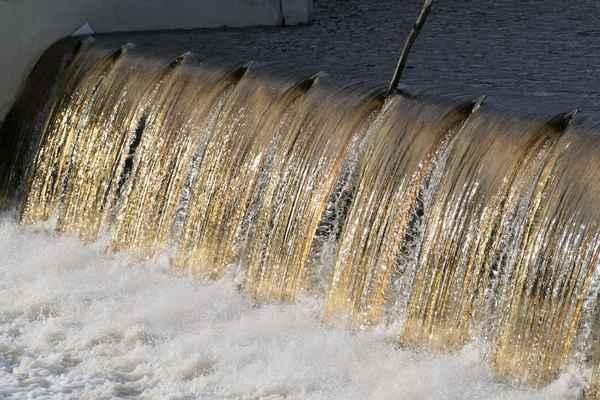 zlatá, třpytící se voda nás okouzlila.......fotky budou hodně podobné, ale žádná není stejná....