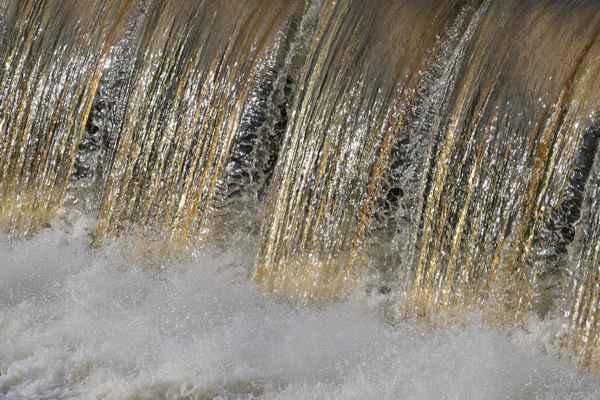 i pěna dopadající vody se třpytila ve slunci .....