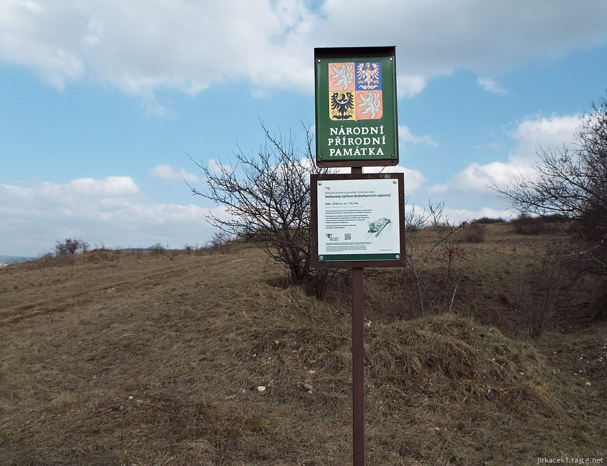 Brno - Stránská skála 04 - cesta z parkoviště na vrchol