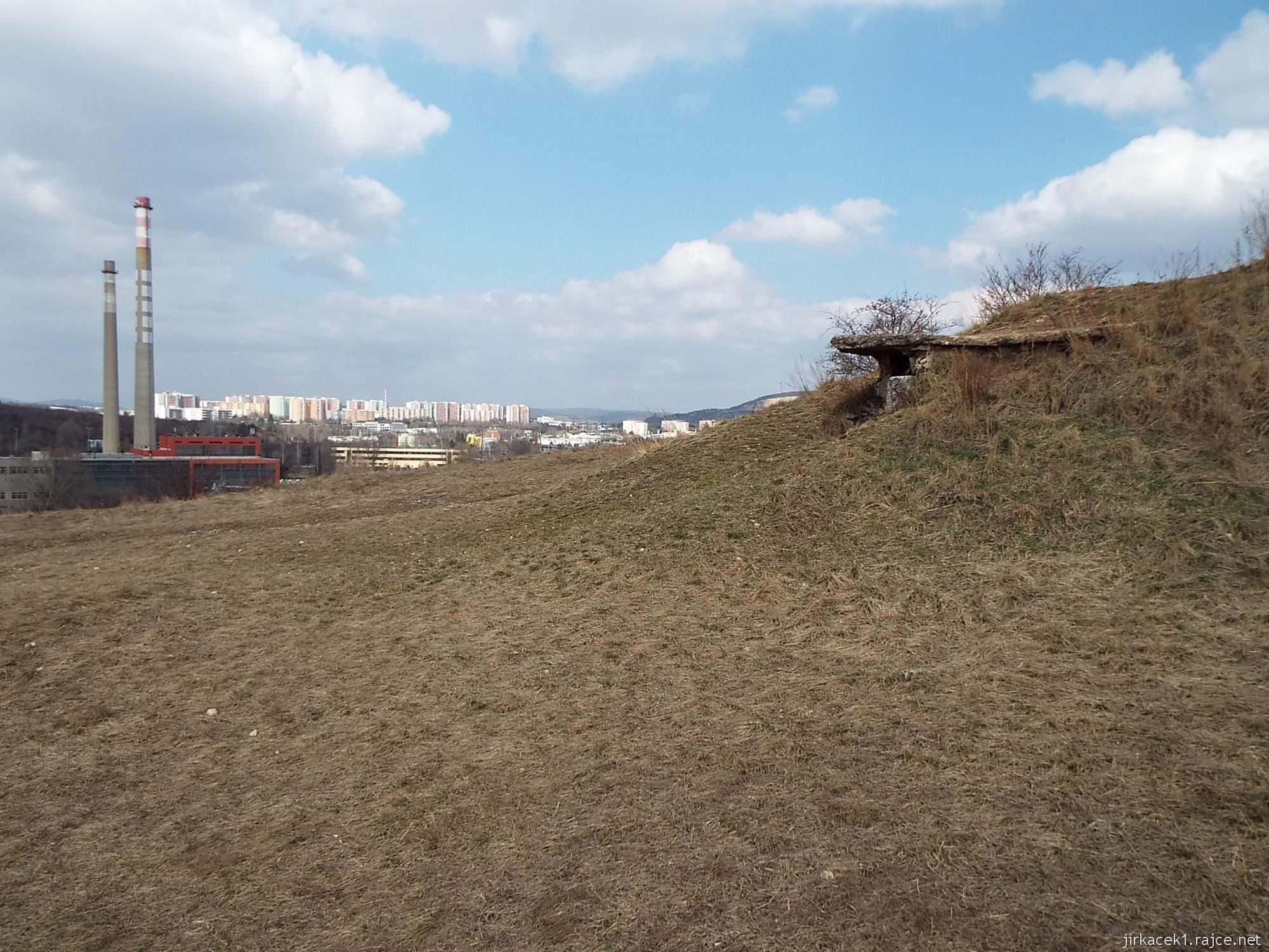 Brno - Stránská skála 06 - cesta z parkoviště na vrchol - výhled