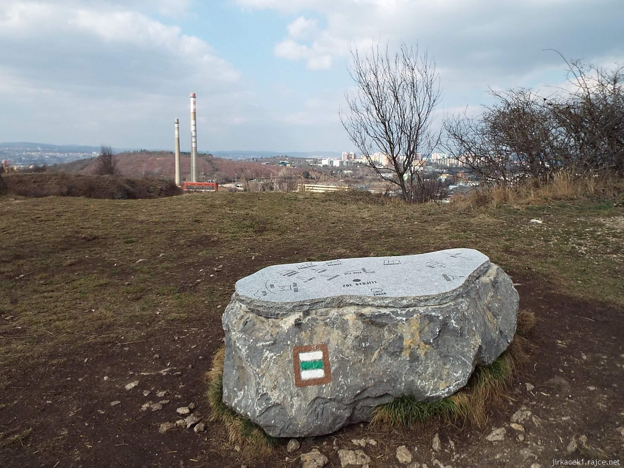 Brno - Stránská skála 20 - kámen na vrcholu