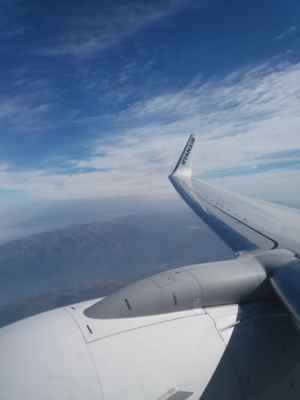 Výhled z letadla - Pod letadlem se již rozkládá hornaté Portugalsko