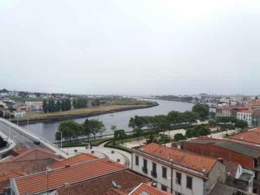 Výhled na řeku Ave od kláštera Santa Clara ve Vila do Conde - Nebýt té mlhy byl by vidět i oceán