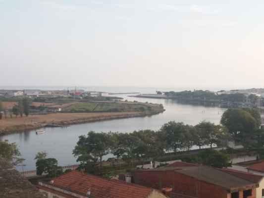 Výhled od kláštera Santa Clara ve Vila do Conde - Řeka Ave i Oceán už jsou trochu více vidět, ale mlhy je pořád víc, než je zdrávo