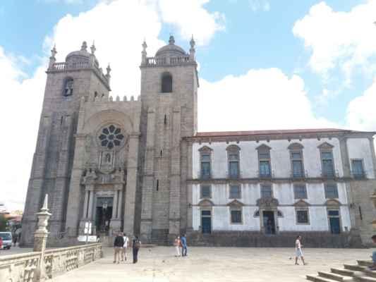 Katedrála Nanebevzetí Panny Marie v Portu - Jedna z mnoha dominant města Porto