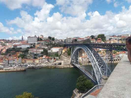 Řeka Douro a most Luis I. - Most navrhl student konstruktéra Gustava Eiffela, má tedy podobný styl konstrukce jako Eiffelova věž.