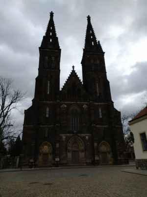 Bazilika sv. Petra a Pavla - Založen Vratislavem II. Renesanční přestavba proběhla kolem roku 1575. Dnes je kostel po pseudogotické přestavbě podle Josefa Mockera z let 1885 až 1887. Průčelní věže byly postaveny v roce 1903 podle projektu architekta Františka Mikše.