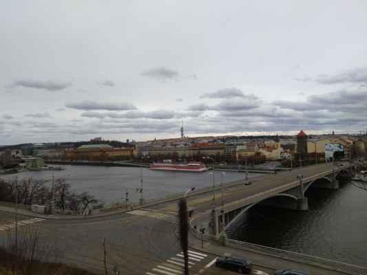 Štefánikův most - Štefánikův most je jeden z mostů, vedoucích přes řeku Vltavu v Praze. Spojuje Revoluční třídu, která tvoří hranici mezi Starým a Novým Městem, s Letenským tunelem. Původní most císaře Františka Josefa I. zde byl postaven v letech 1865–1868, rekonstruován v roce 1898 a demontován v letech 1946–1947.