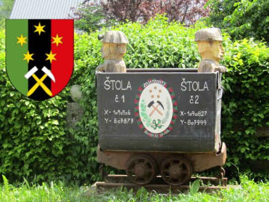 v Nových Mitrovicích se od roku 1626 těžila ruda, stříbro a byly zde hutě - ve znaku obce jsou kladívka a také symbol pěti hvězd sv.Jana Nepomuckého