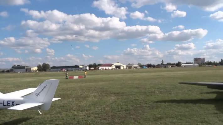 přístání Romana Kramaříka po letu kolem světa s Cessnou P210N OK-TGM