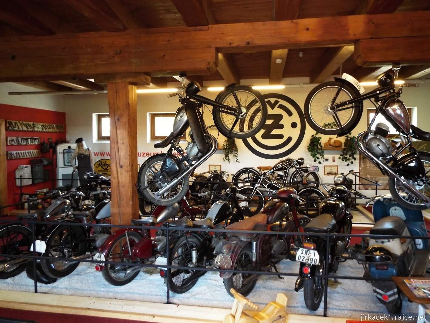 Borek pod Troskami - motomuzeum - exponáty - motocykly ČZ