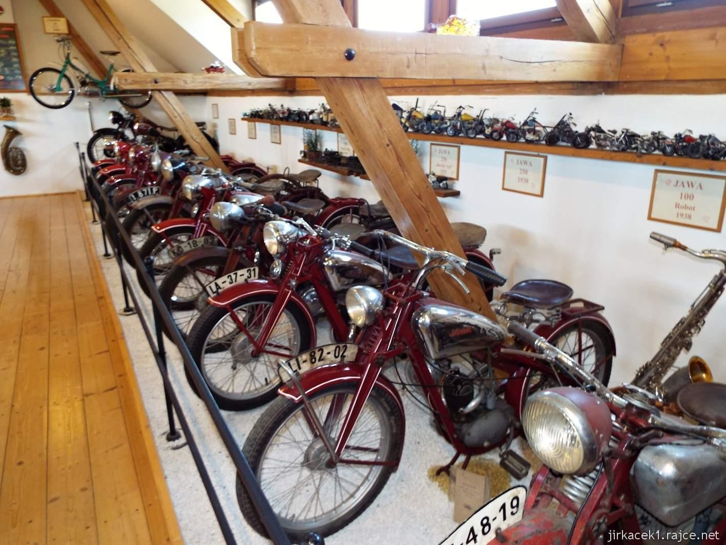 Borek pod Troskami - motomuzeum - exponáty - motocykly JAWA