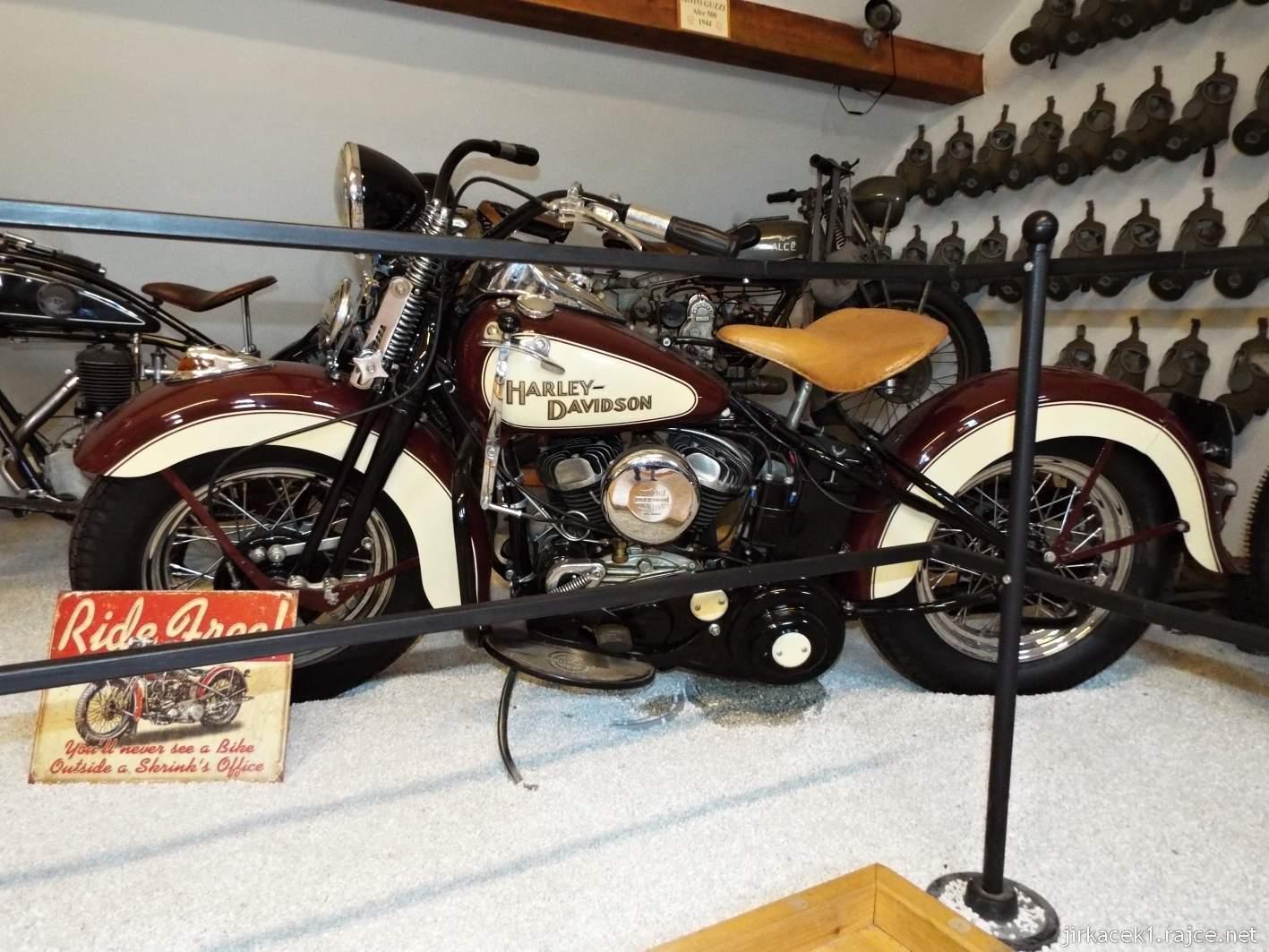 Borek pod Troskami - motomuzeum - exponáty - motocykl Harley Davidson