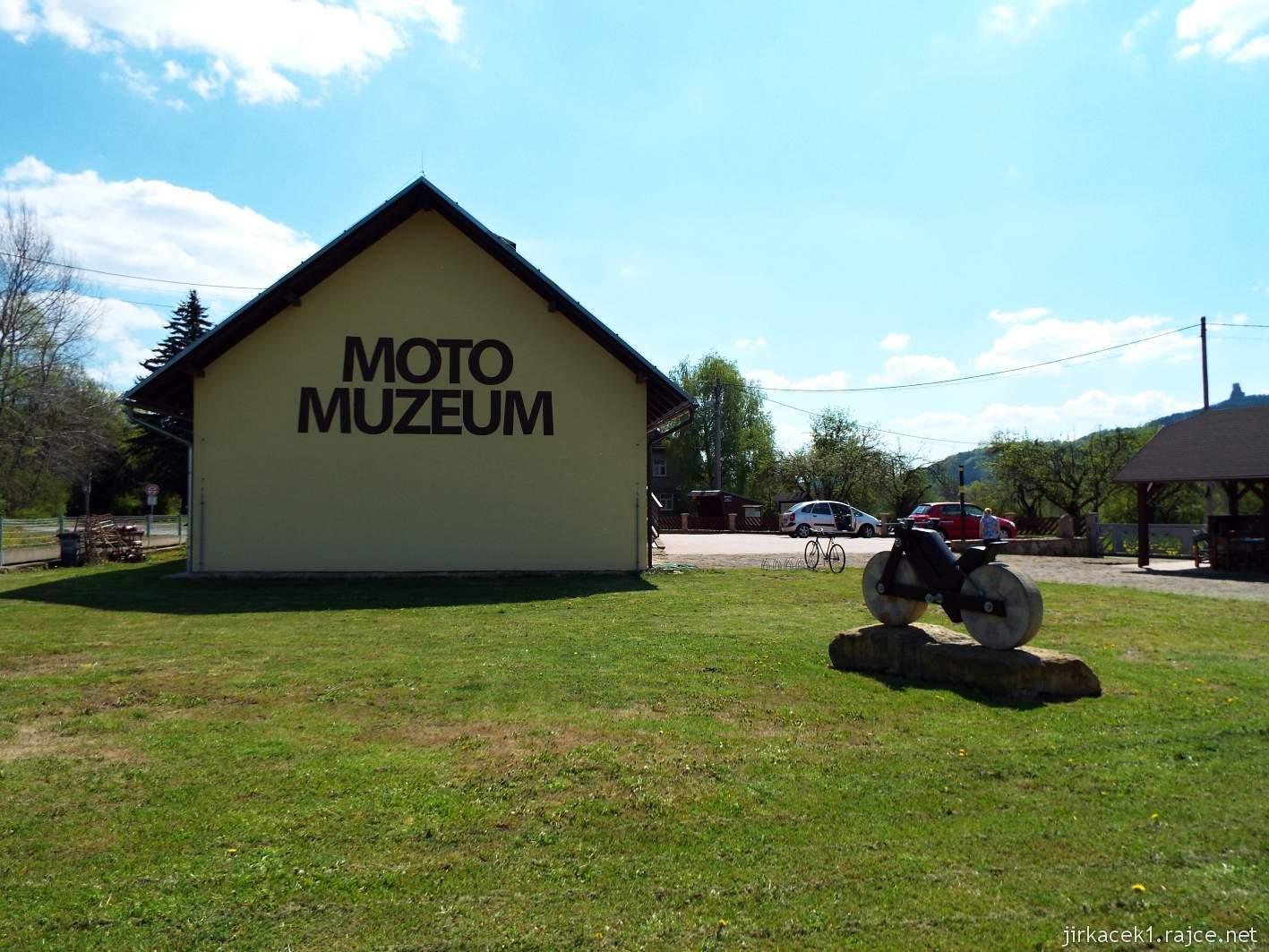 Borek pod Troskami - motomuzeum a hrad Trosky