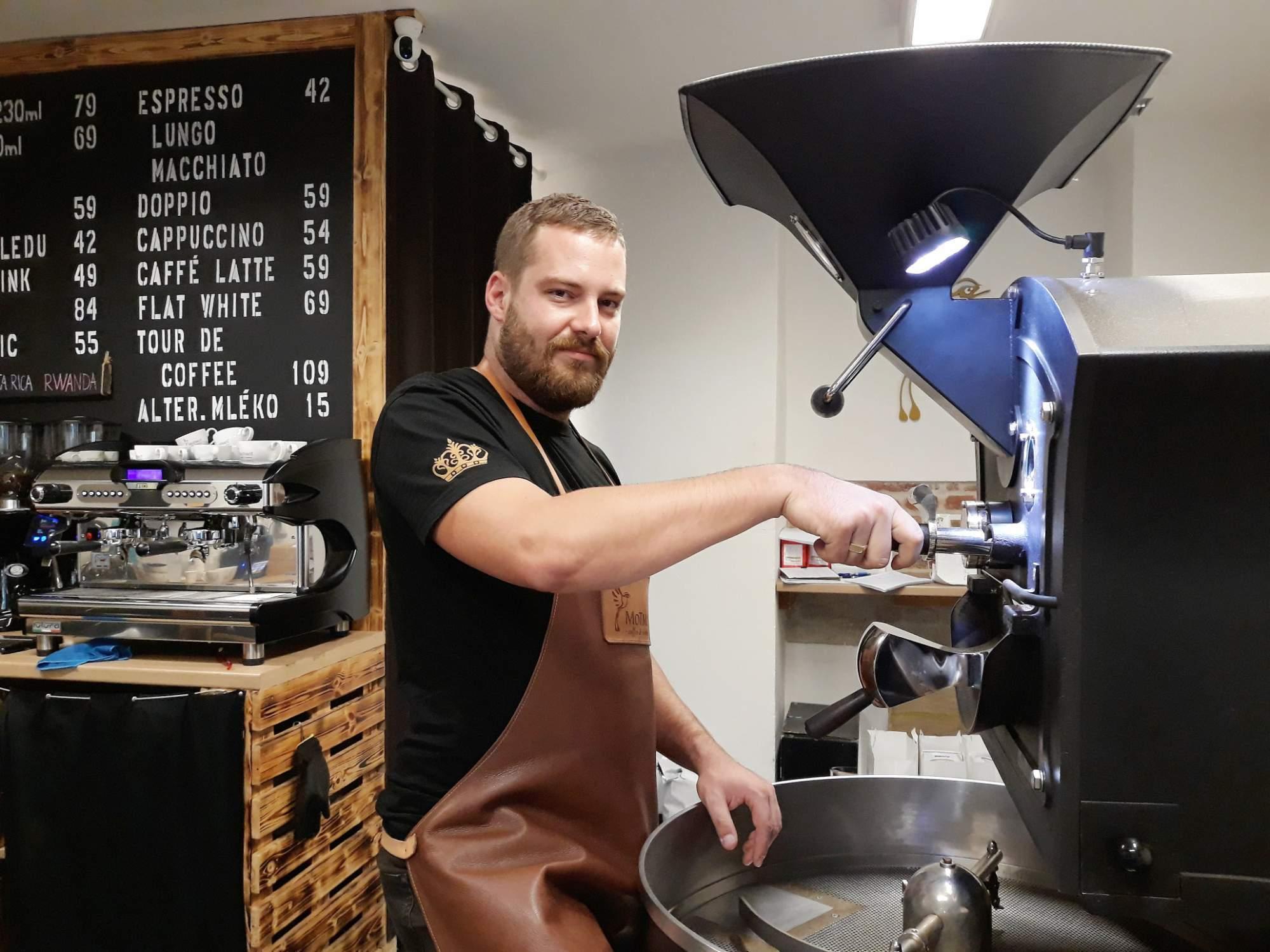 Pražič kávy Pavel Haninec. Foto: Miroslava Putzlacherová
