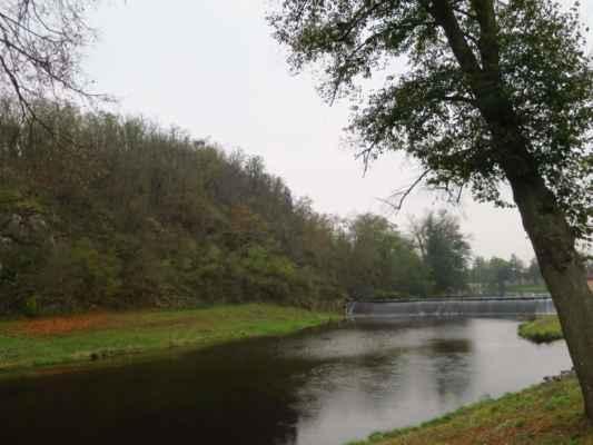 Muchova vyhlídka na dohlééééd :-) tam vylezeme jako první :-) a řeka Jihlava meandruje okolím