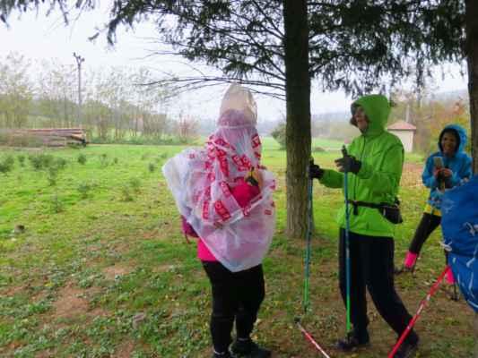 Liduška a její pláštěnka :-) dokonalá fotostory :-)