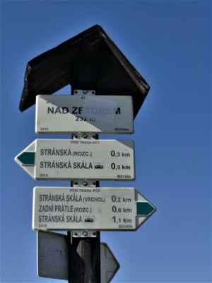 ... jen pro vaši představu jaké jsou tady vzdálenosti - od rozcestníku do 1km kolem dokola ....