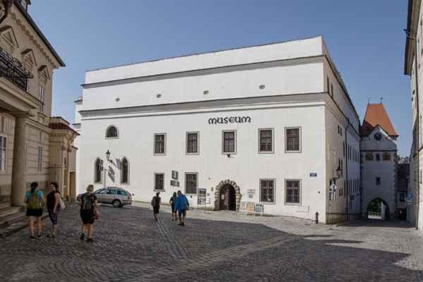 Muzeum Jindřichohradecka a Nežárecká brána.