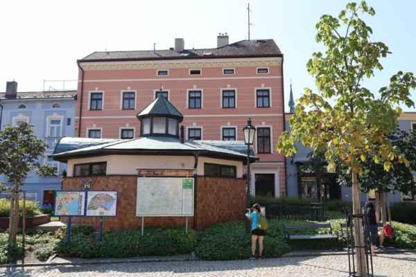 Masarykovo náměstí - WC s věžičkou