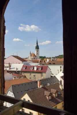Kostel sv. Jana Křtitele - pohled z věže na kostel Nanebevzetí Panny Marie