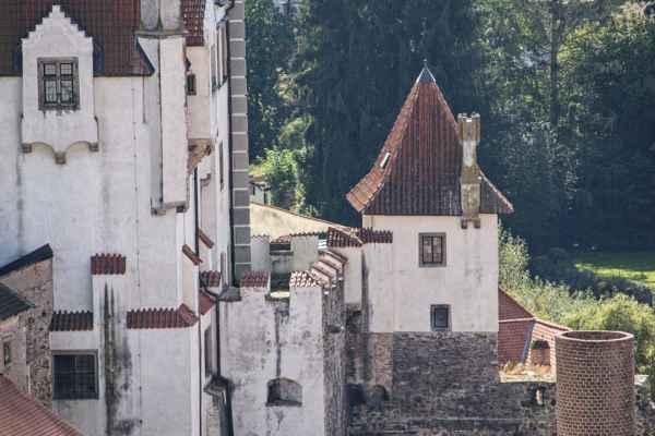 Pohled z věže kostela Nanebevzetí Panny Marie na hrad
