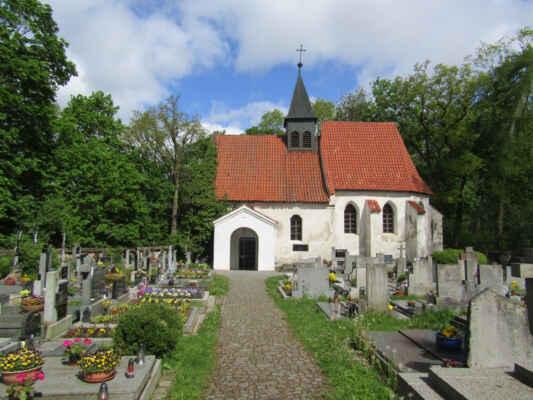 Kostel sv.Klimenta - jako farní kostel doložen od roku 1384. Pochází ze 13. stol., za Půty Švihovského kolem roku 1500 přestavěn. Jedná se 9. křesťanský kostelík v Čechách, vysvěcený zřejmě samotným Metodějem.