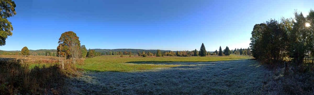 Mrazivé Knížecí Pláně 10.října Dnes zde v minimu -8,9 a  při zemi -14,8 °C. nedaleké údolí pod Žďárkem tentokrát ještě silnější (-9,5 a -15,0 °C)