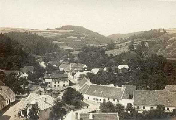 Pohled z věže kostela na část Horní Rakovec