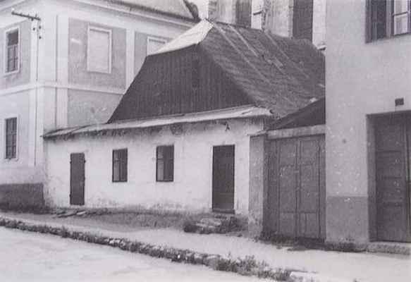"""Domek č.32 v """"Uličce"""" pod kostelem v sousedství """"Staré školy"""" 1.pol. 20.stol."""