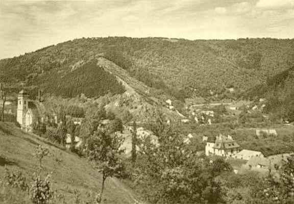 Pohled na Doubravník ze svahu Bozinky