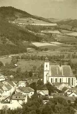 Pohled přes náměstí k severu (k Černvíru) r.1938