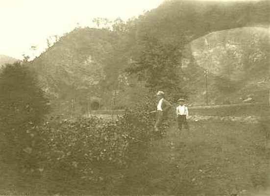 """Doubravník 15.8.1924. Konec údolí """"Na řekách"""", část """"U tunelu""""."""