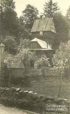 Gotická věž pohádkového hrádku Dr. Zitka.