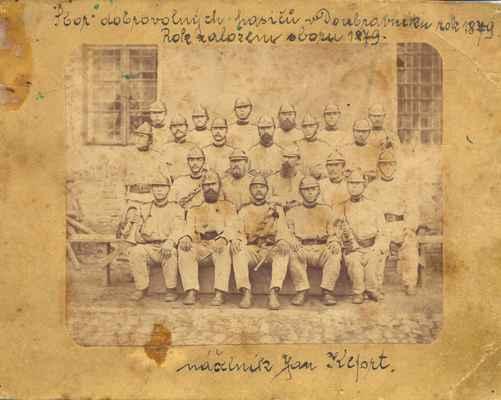 Doubravničtí hasiči. Společné foto v roce 1879.