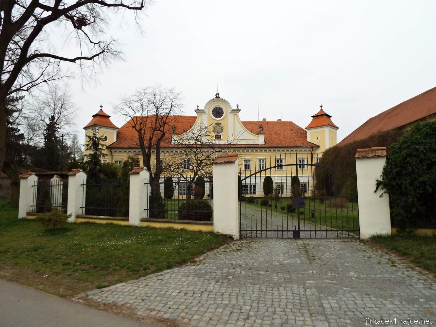 Zámek Ždánice - hlavní brána
