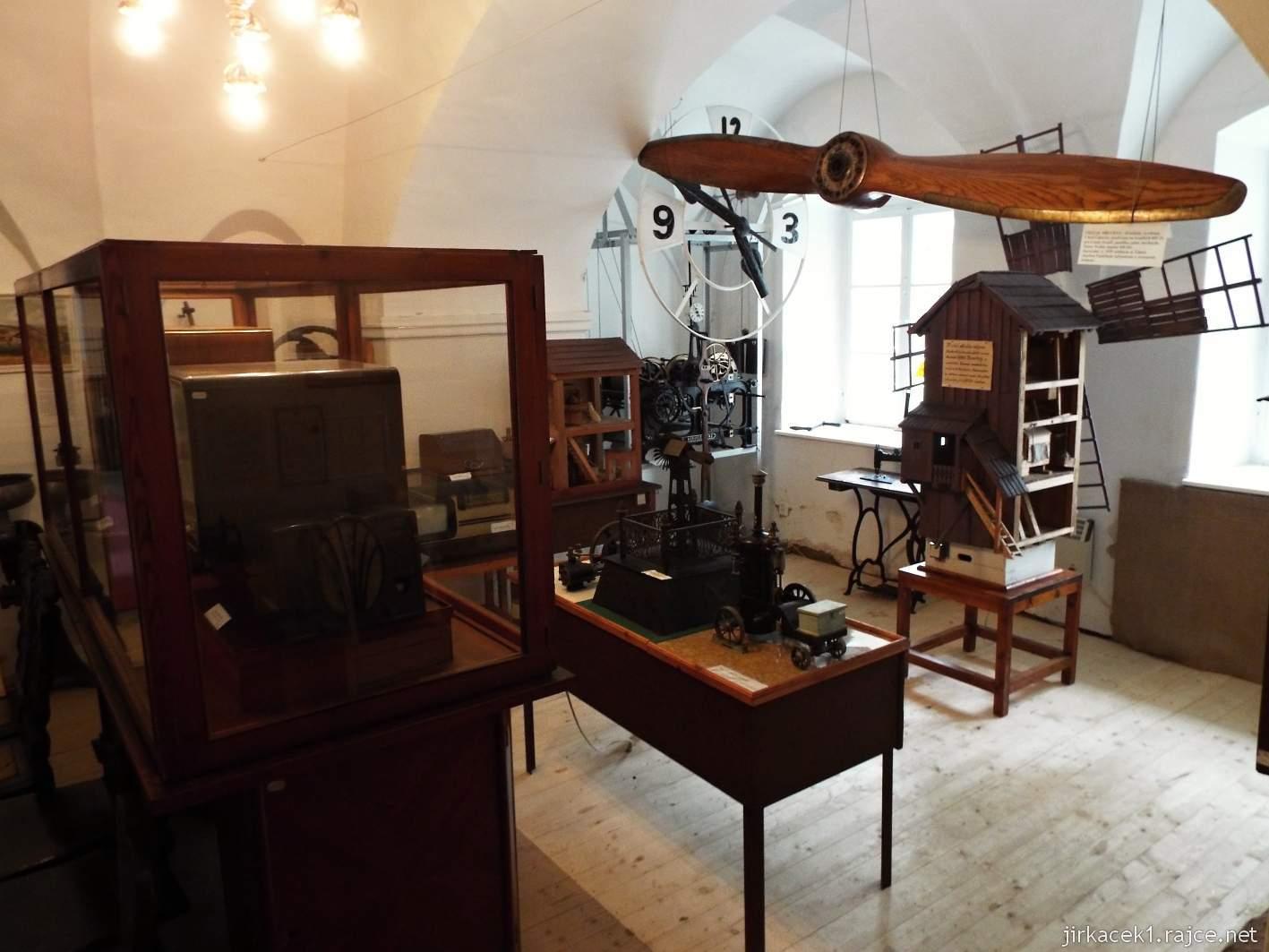 Zámek Ždánice - Vrbasovo muzeum - expozice pohyblivých modelů
